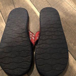 2fb9bbee9 Vineyard Vines Shoes - Vineyard Vines Boys Red Blue Whale Flip Flops 7